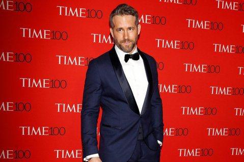 新冠肺炎全球蔓延,不少產業都受影響,加拿大男星「死侍」萊恩雷諾斯(Ryan Reynolds)先前與妻子布萊克萊芙莉(Blake Lively)捐出100萬美元(約3022萬台幣)抗疫,近日又宣布加...