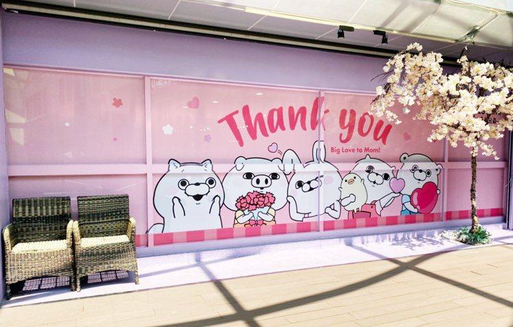 板橋車站店設有「YOSISTAMP呦嘻百分百」打卡點。圖/環球購物中心提供
