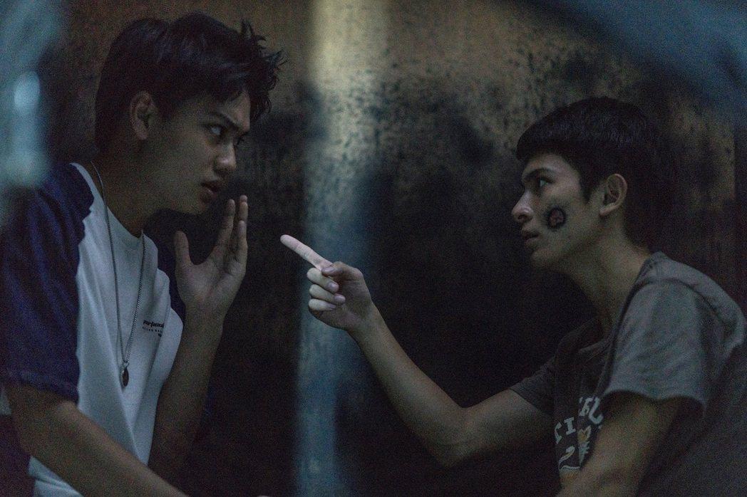 劉子銓(左)演出「捉迷藏」。圖/七十六号原子提供