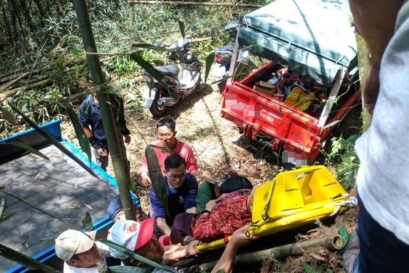 奮起湖小貨車意外翻落山坡 夫妻送醫後雙雙不治