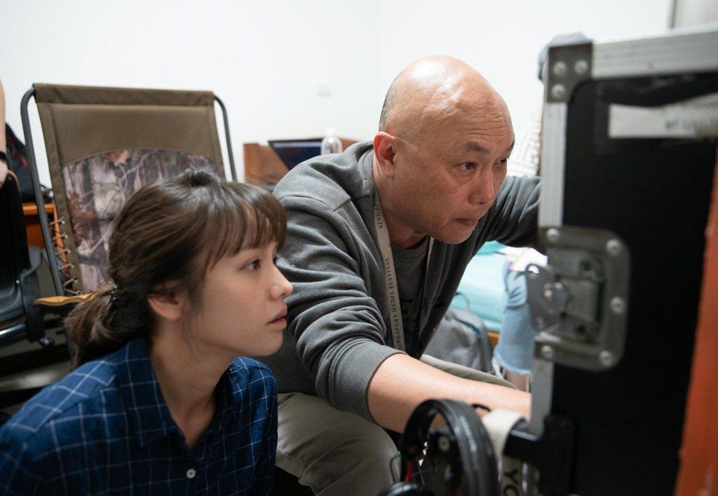 導演鄧安寧(右)挑戰演員極限,金鐘視后黃姵嘉也被搞瘋。圖/公視提供