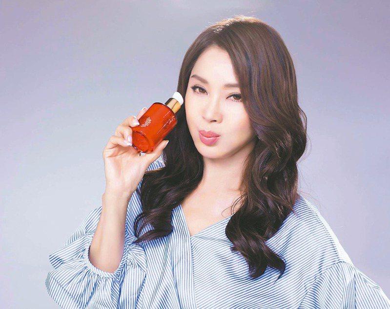 陳美鳳是京城之霜60植萃十全頂級全能乳的愛用者。 圖/京城之霜提供