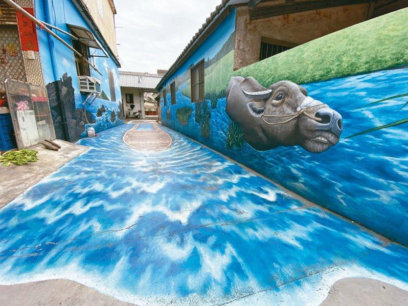 「哇,水牛、小船!」 頭城鎮和平街巷弄小道,街屋老牆,有巨幅彩繪,就有驚喜。 記者羅建旺/攝影