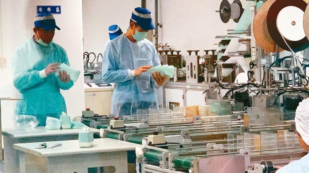 因應新冠肺炎疫情衝擊,勞動部昨日邀請工商團體座談,工商界希望放無薪假期間的基本工...