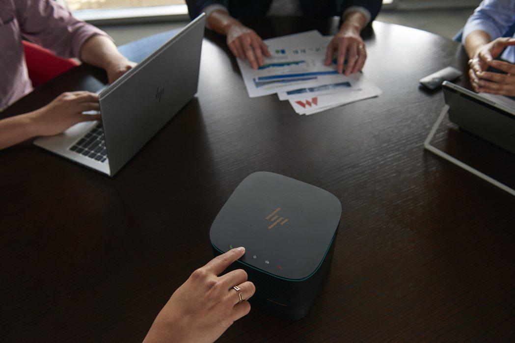 惠普Elite Slice搭配網路攝影機、投影機等,即能快速協助企業打造遠距會議...