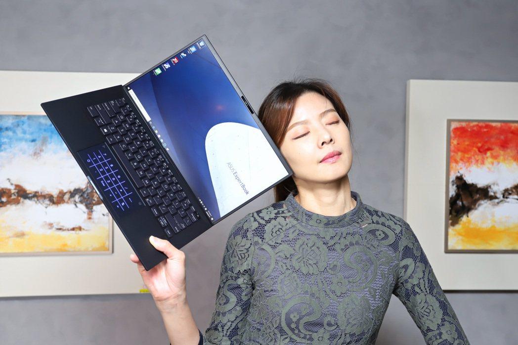 ExpertBook B9450輕、薄設定再以消光黑鎂鋰合金材質配上與極簡線條,...
