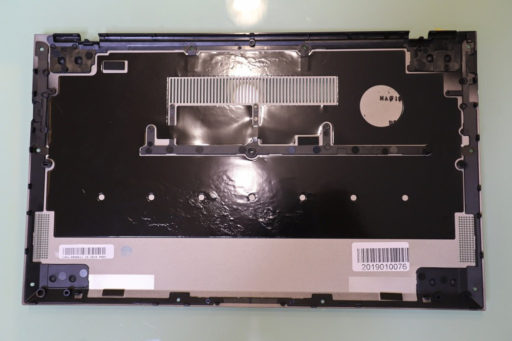 ExpertBook B9450讓機構熱能平均受熱則不需針對單一熱點加強散熱,以...