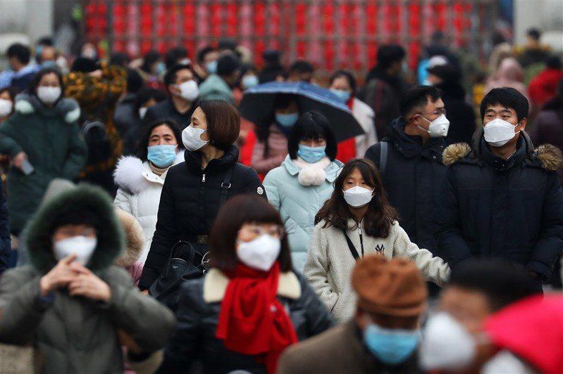 為懲處不文明行為,北京擬將「流感須戴口罩」寫進法條。(中新社資料照片)