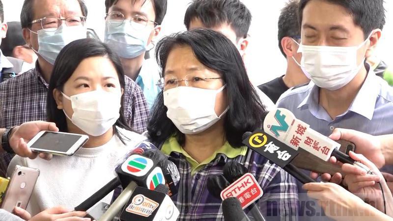中西區區議會主席、民主黨鄭麗琼被警方拘捕。(取材自香港電台)