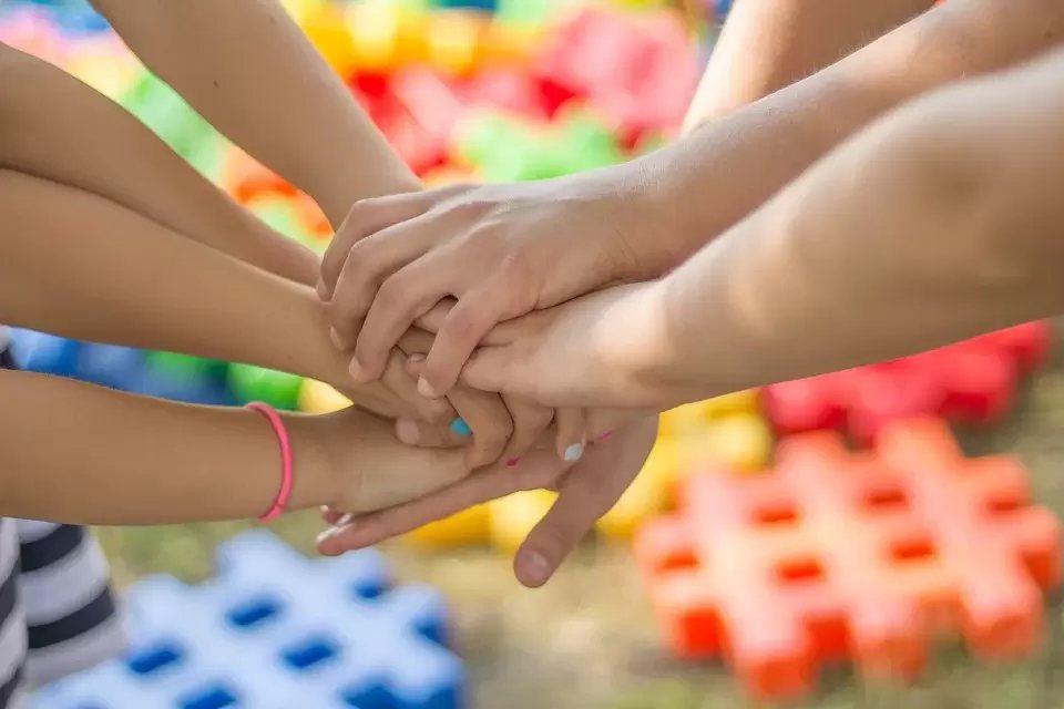 世界各地兒童參與決策的經驗,提供越來越多的證據,證明兒童是有能力參與決策,且大人...