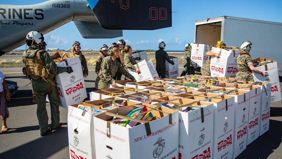 當民生物資無法以正常的管道運送到疫區,具有執行與保護力的軍隊就是最後的手段。 圖/美國國防部