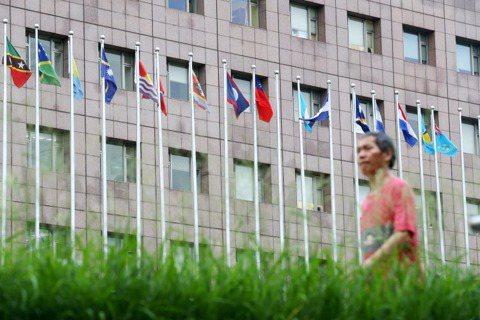 提供判決書外文翻譯?立意良善卻窒礙難行的「國際化」提案