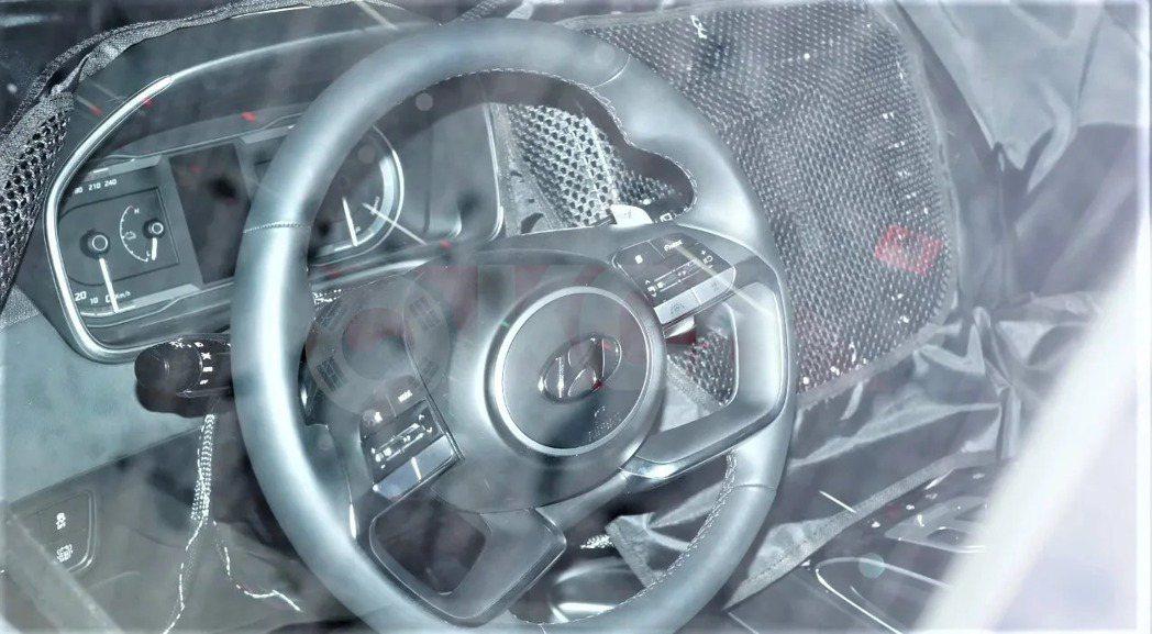 全新第四代Hyundai Tucson內裝間諜照。 摘自Korean Car B...