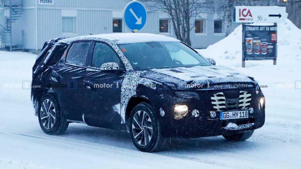 全新第四代Hyundai Tucson偽裝測試車。 摘自Motor 1