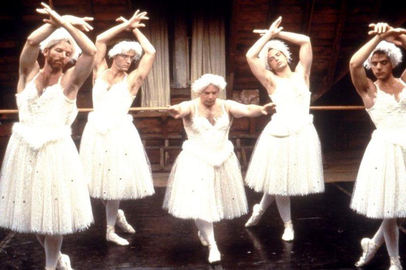 麥克納利得過四次東尼獎,其中包括話劇《反串仍是愛》(Love! Valour! Compassion!)。 圖/IMDb