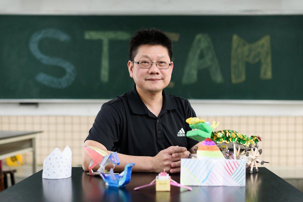 參與STEAM培訓課程的種子教師蔡明光說,「STEAM教育跨域輔導團」替想改變的...