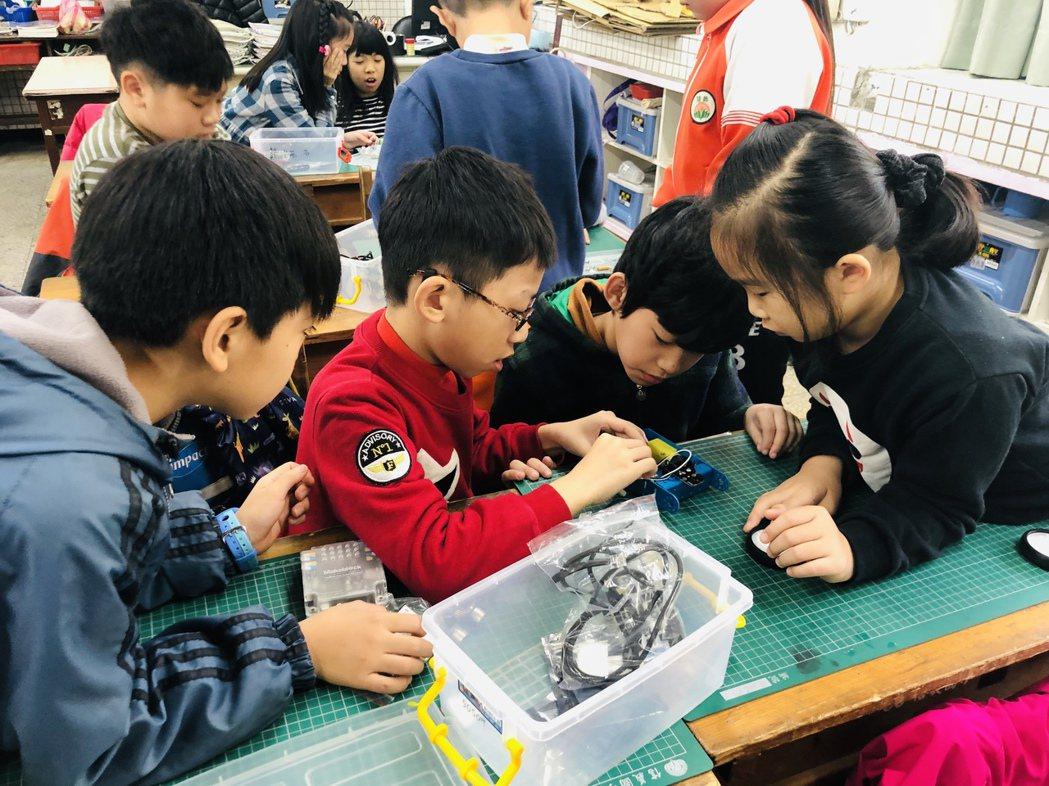 教育專家認為,老師放下權威身段與孩子共同研究學習,是教育創新深化的重要關鍵之一。...