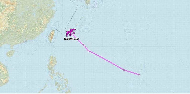 「飛機守望」(Aircraft Spots)推特今日(27)披露,兩架美軍B-52H轟炸機昨日自關島安德森空軍基地起飛,在「接近台灣」的東海空域進行演訓。圖/Aircraft Spots