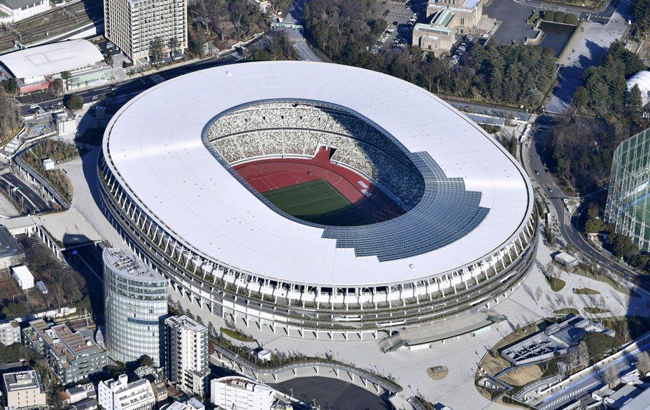 去年底完工的東京奧運主場館「新國立競技場」,如今因賽事延後一年,將衍生額外的維護費用。路透/共同社