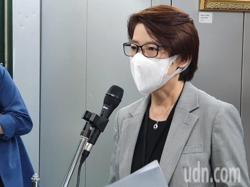 台北市副市長黃珊珊上午參加流行疫情指揮中心會議結束後受訪。記者楊正海/攝影