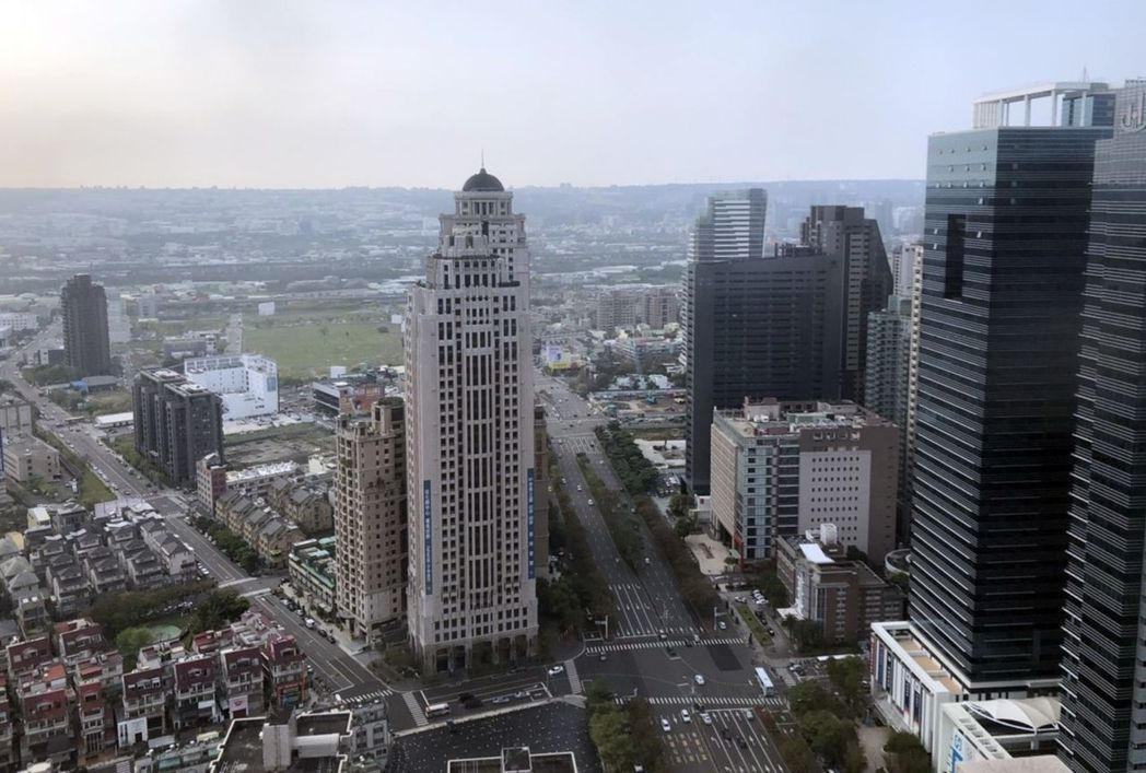 台中市七期新市政中心路寬達60米的市政路林蔭大道,如同台北仁愛路,吸引大型商辦、...