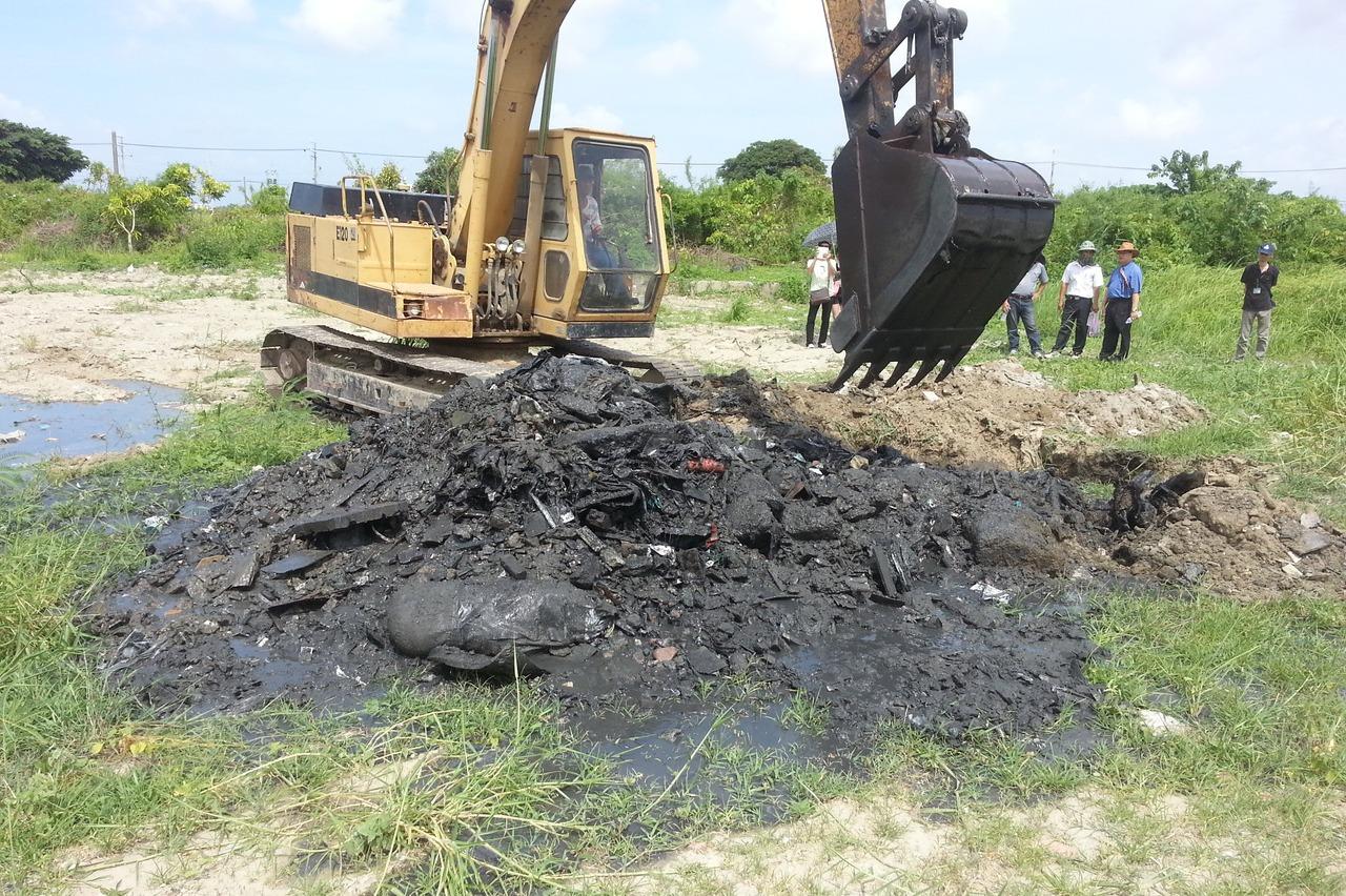 農田遭傾倒廢棄物 地主自付清理費逾5千萬虧大了