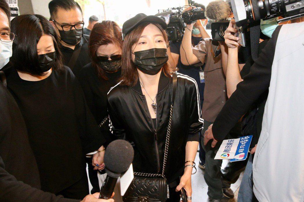 王彩樺為了劉真哭腫眼。記者林伯東/攝影