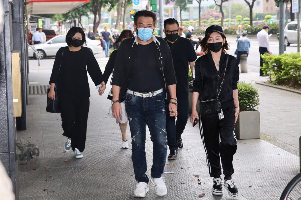 王彩樺和白雲前來弔唁。記者林伯東/攝影