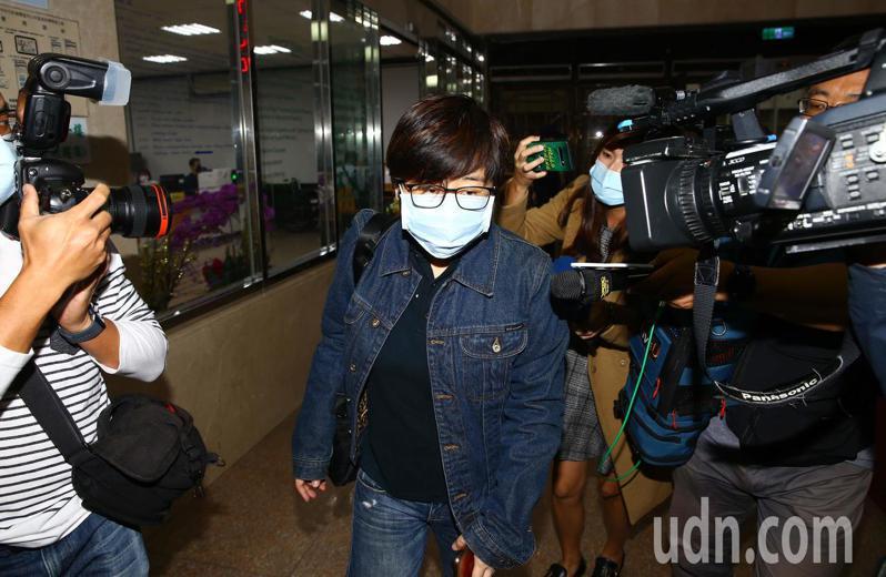 「卡神」楊蕙如(中)下午二度被傳喚出庭。記者杜建重/攝影