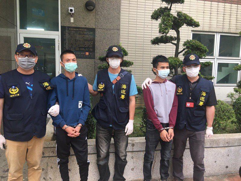最後2名越南偷渡犯曲文北及陳文俊,今日經策動終於在桃園市刑大到案,6名脫逃人犯全數緝回。圖/海巡署提供