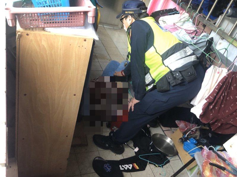 驚險關鍵5秒鐘!勇警跳窗進陽台抱住失業女撿回一命。記者游明煌/翻攝