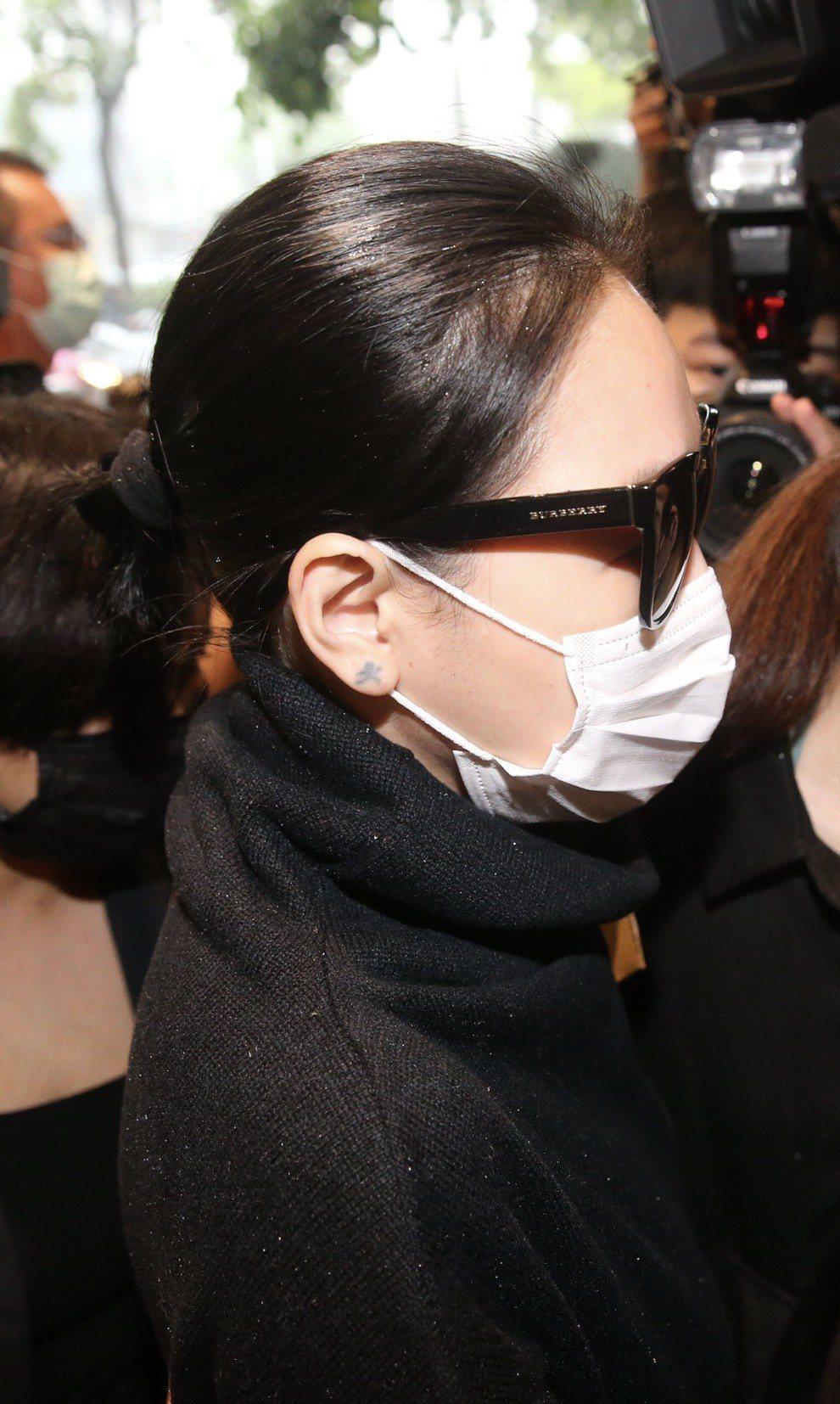 小S用墨鏡和口罩遮掩悲傷。記者林伯東/攝影