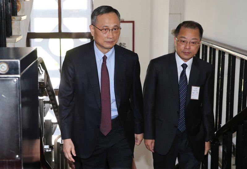 警政署長陳家欽(左)因任用人事爭議、被控涉嫌偽造文書案,遭內政部政風室移送法辦。檢舉人表示,全案會曝光,是兩組公文文號密碼。圖/聯合報系資料照片