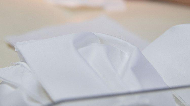 HUGO BOSS將以棉質混紡材料製成的非一次性使用的環保口罩,可清洗、並重複使...
