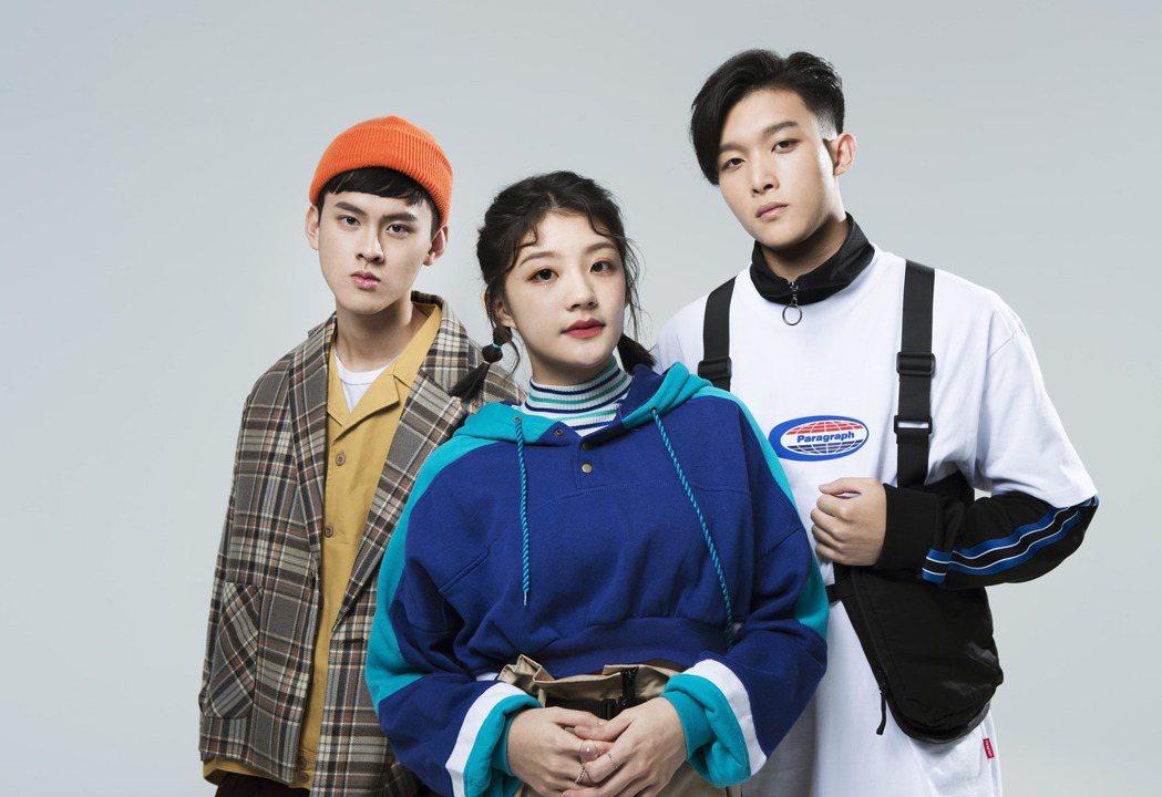 由裴拓(左起)、若欣和碩美組成全新男女混聲演唱組合「沒有才能」。圖/華研提供