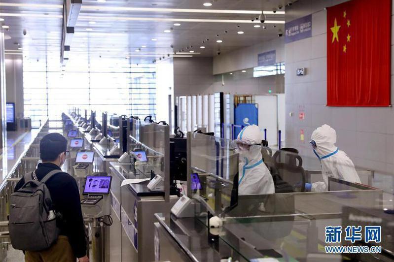 為防堵新冠肺炎持續從境外輸入,大陸28日起關閉國門,但兩岸往來不受影響。 (新華網)