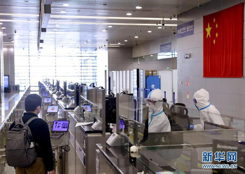 為防堵新冠肺炎持續從境外輸入,大陸28日起關閉國門。(新華網)