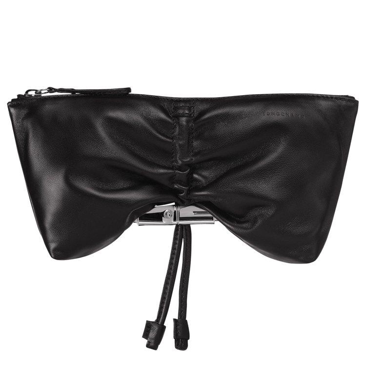 LONGCHAMP Roseau Souple黑色手拿包,售價8,400元。圖/...