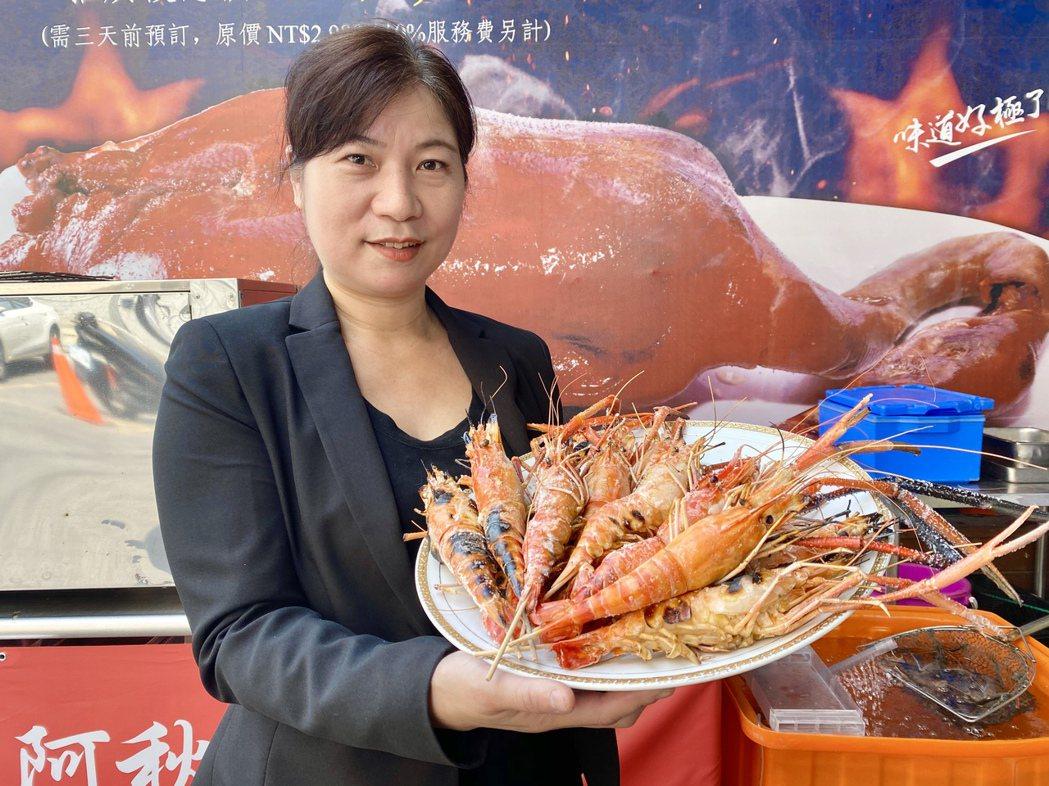 面對疫情升高,阿秋大肥鵝即日起推出原價680元的現烤活蝦,一桌一份優惠銅板價只要...