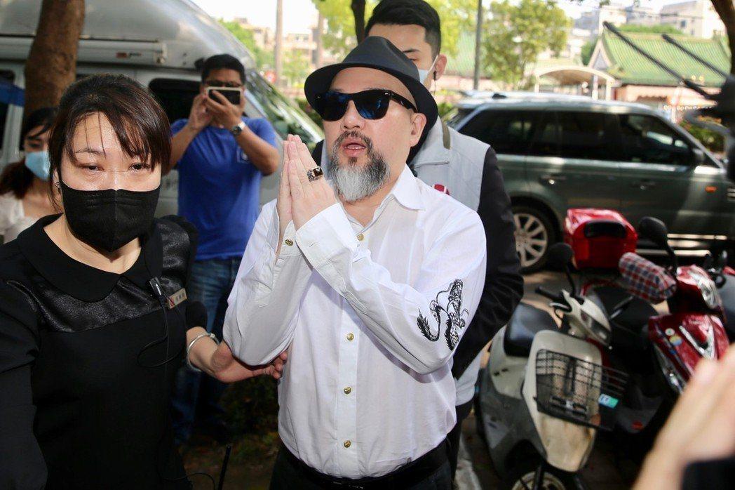 辛龍每日都去劉真靈堂。記者林伯東/攝影