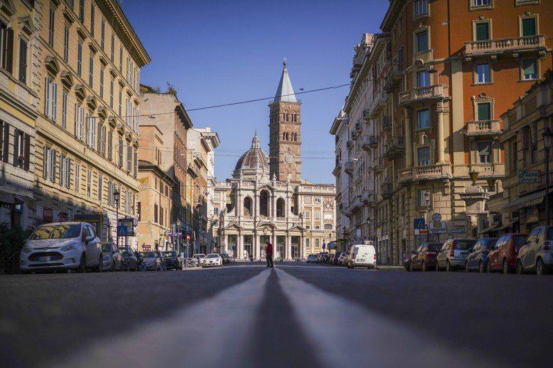 義大利目前累計確診已經突破9萬7689人,累計死亡人數已經突破1萬779人。美聯社
