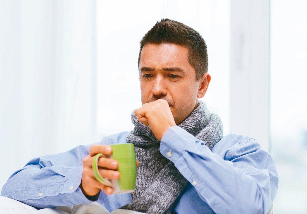 感染新冠病毒後,除了發燒、乾咳、倦怠、痰等典型呼吸道症狀外,還會發生無嗅覺、嗅覺...