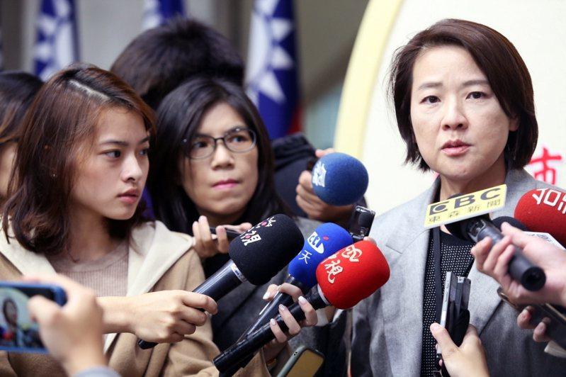 台北市副市長黃珊珊(右)昨指出,若公車拒載停課高中生屬實,會予以懲處。 圖/聯合報系資料照片