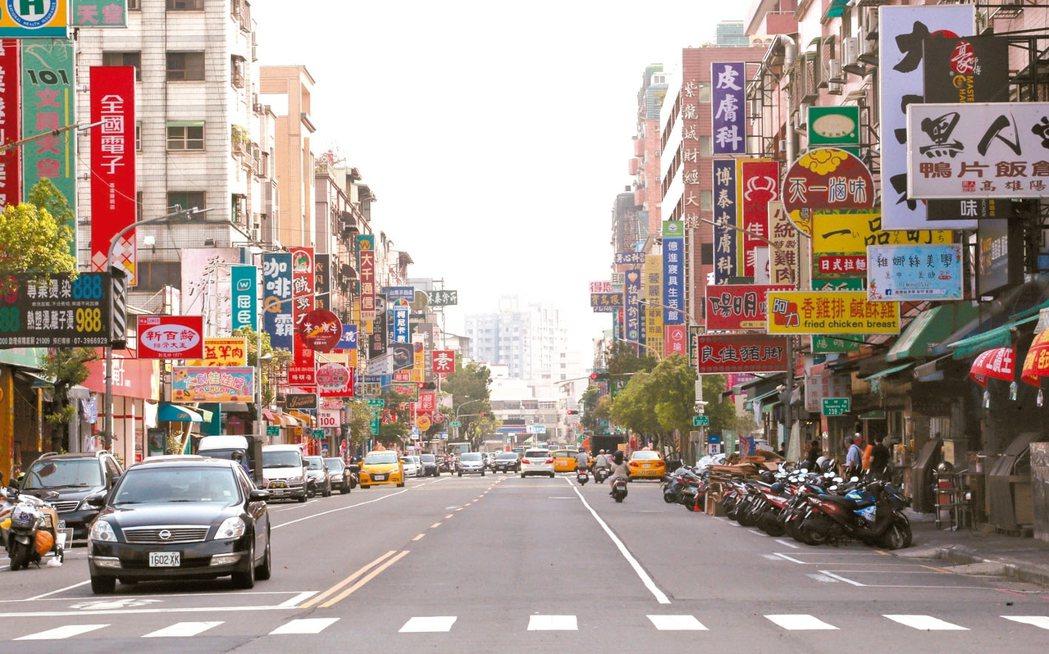 高雄三民區的陽明商圈發展已久,生活機能完善。 記者劉學聖/攝影