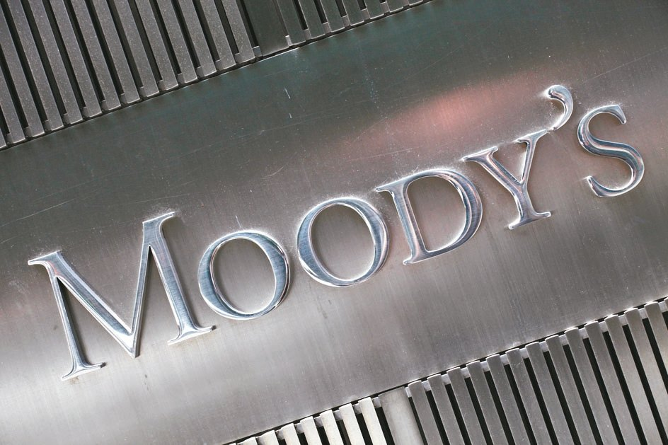 標準普爾(S&P)與穆迪公司(Moody's)等兩大信評機構,正以十多年來最快的...