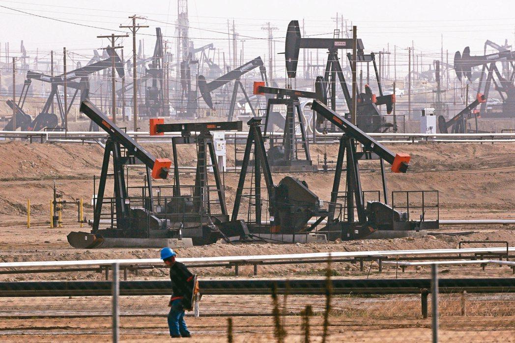 沙國和俄國提高生產原油搶市占。 美聯社