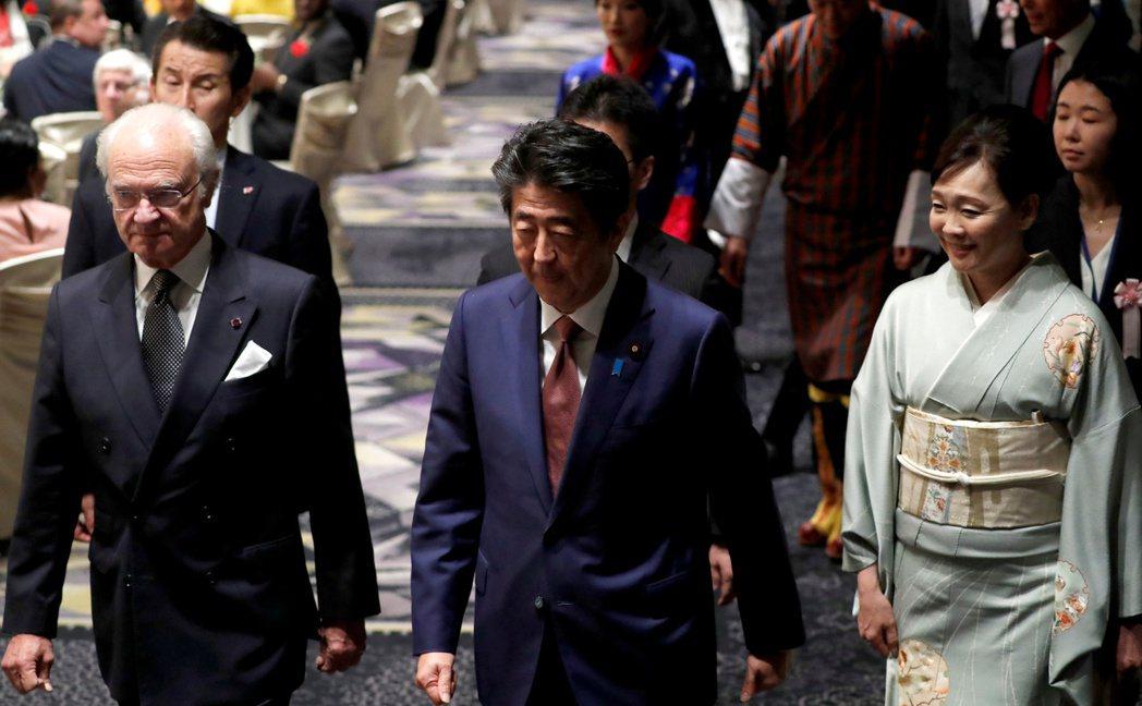日本政府籲民眾宅在家,安倍老婆卻聚眾賞櫻。圖/世界日報提供