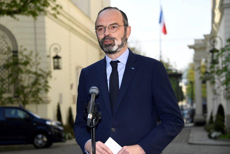 面對尖銳的批評聲浪,法國總理捍衛政府放寬封城令的計畫。 路透社