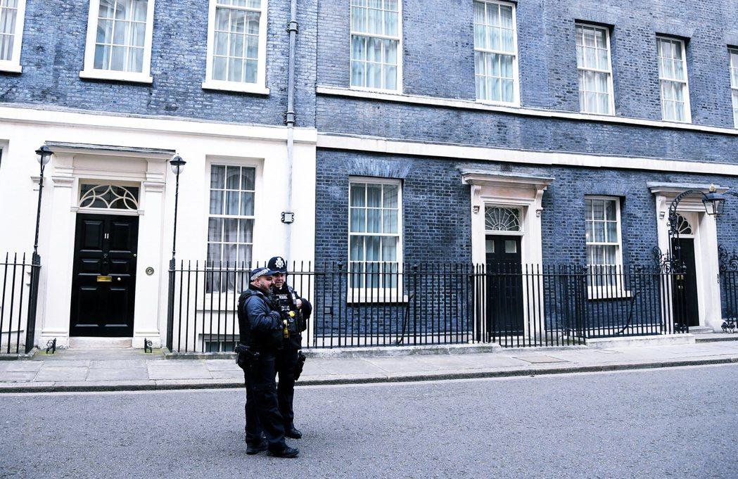 被隔離的唐寧街十號首相官邸。 圖/路透社