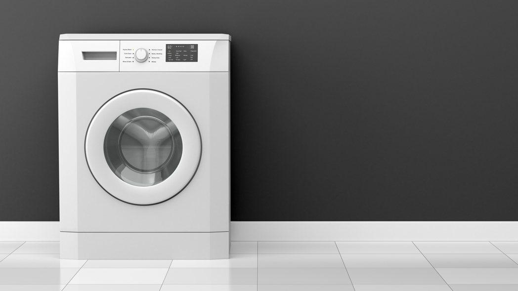 女網友把自己掏腰包買的洗衣機帶走,但忘了先跟親戚說,讓親戚氣炸。 圖/ingim...